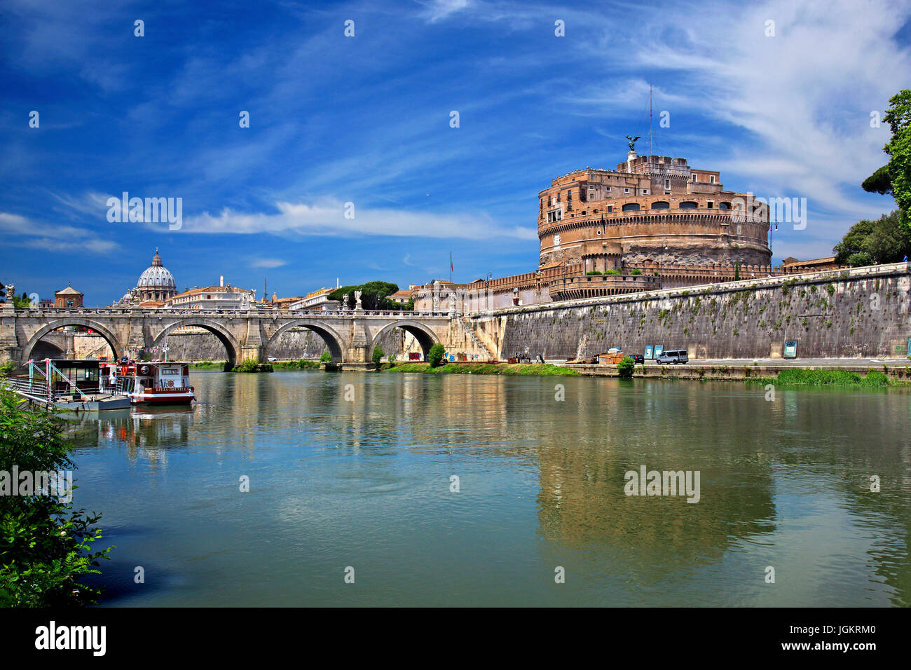 Tiber river, Ponte Sant'Angelo and Castel Sant'Angelo, Rome, Italy - Stock Image