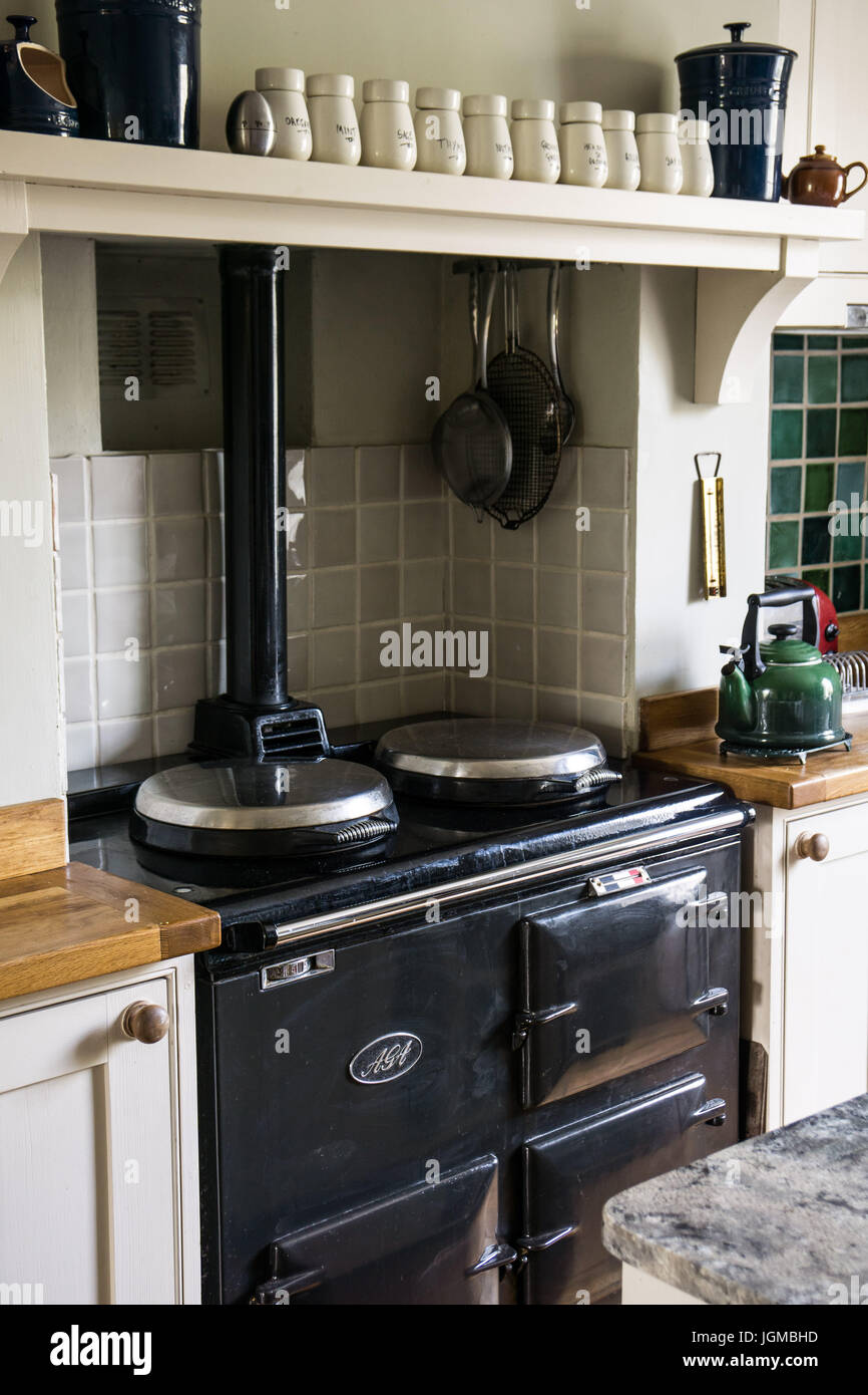 Merveilleux An Aga Stove In A British Country Kitchen Stock Photo ...