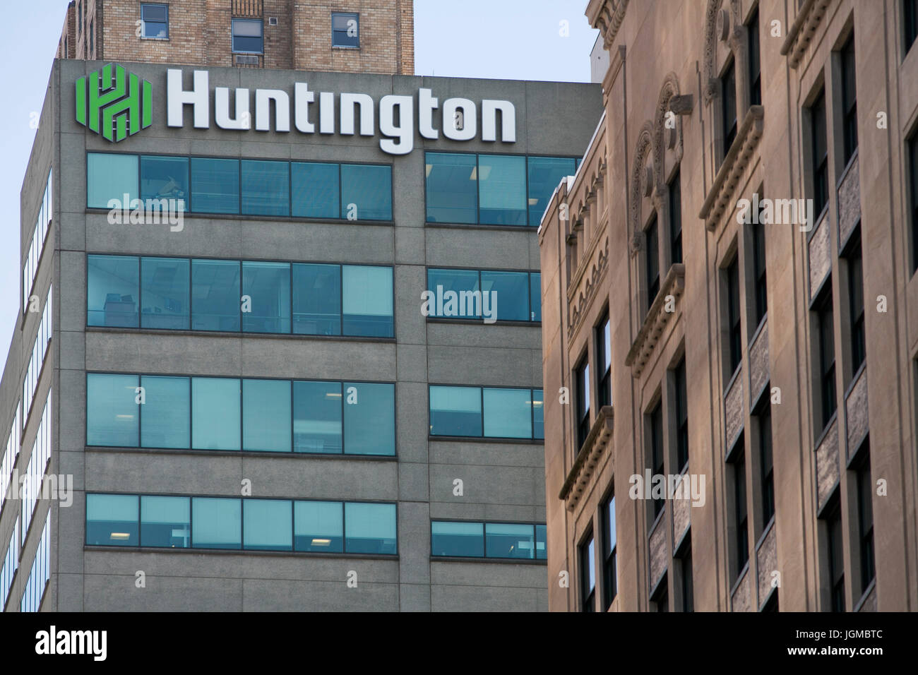 A logo sign outside of a facility occupied by Huntington Bancshares (Bank), in Cincinnati, Ohio on June 29, 2017. - Stock Image