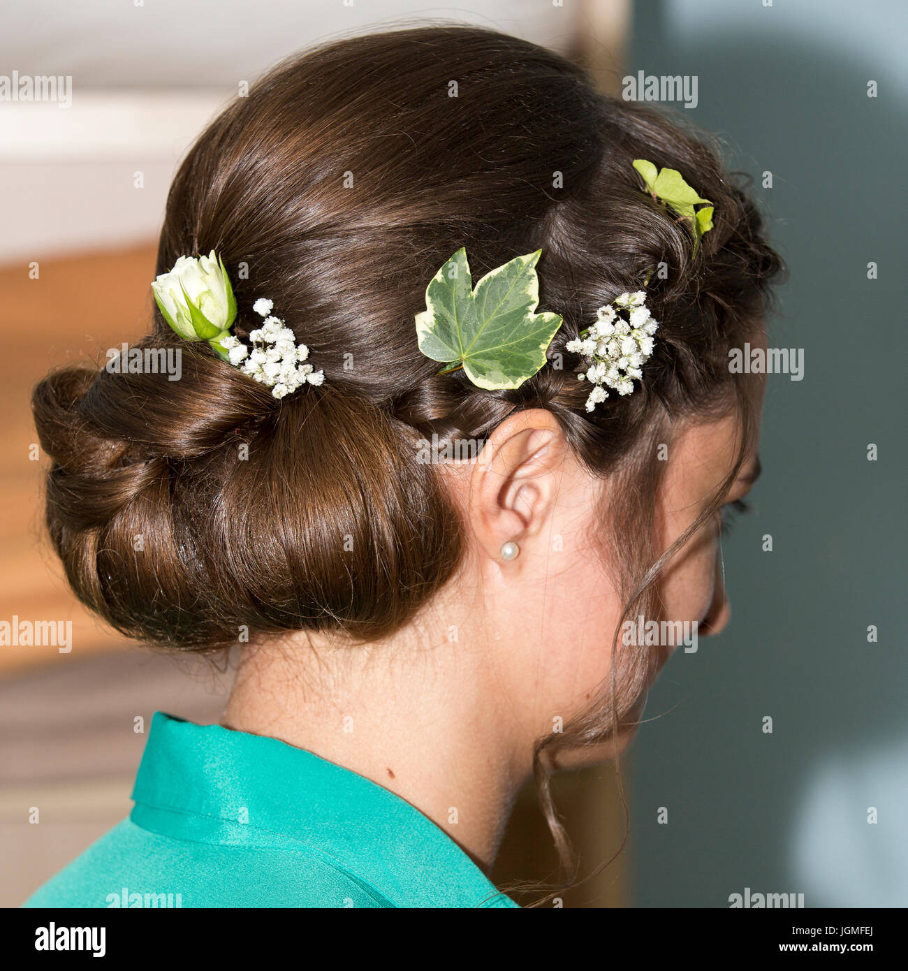 Chignon made by hairdresser for the bride for the wedding - Stock Image