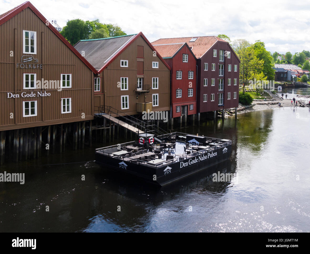 The Good Nabo Pub idyllically situated on Bakklandet just at the foot of Old Bybro on River Nidelva side Trondheim - Stock Image