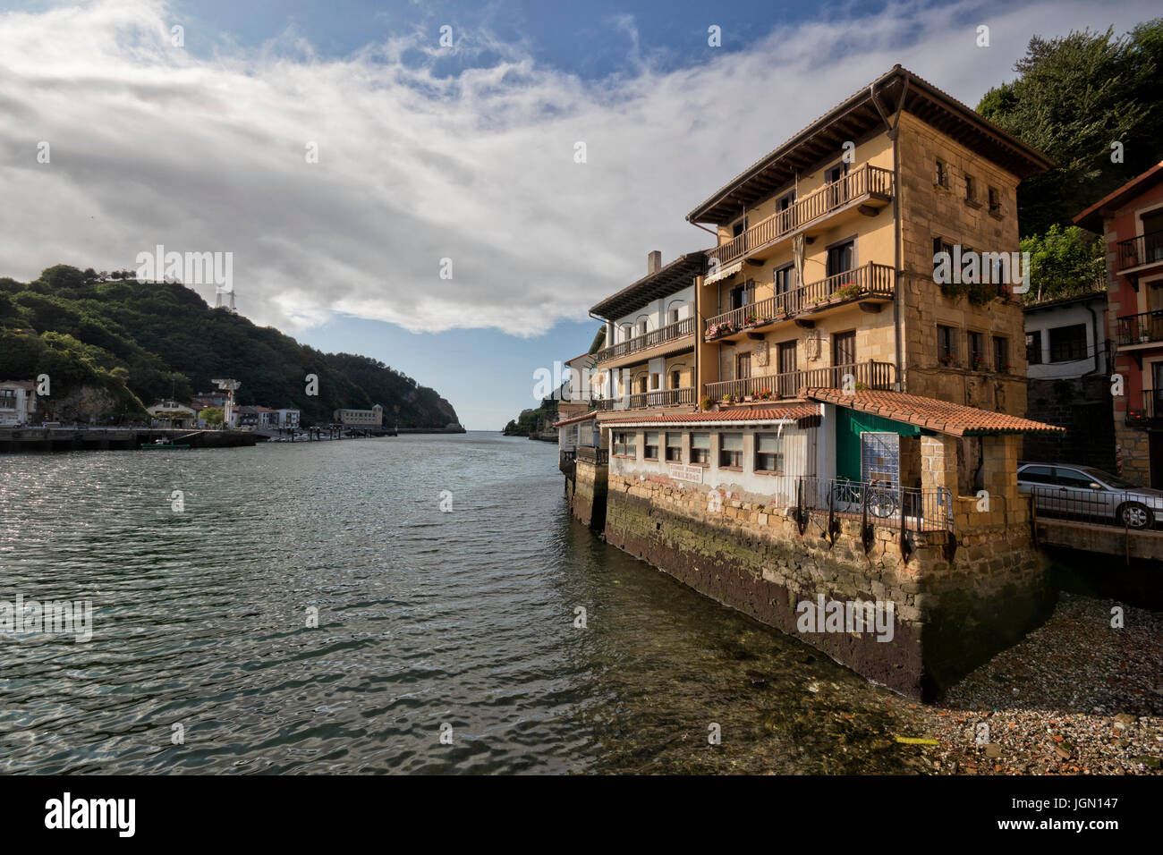Old medieval house at the sea, in San Juan village - Pasai Donibane (Pasajes, Guipuzcoa, Spain). - Stock Image