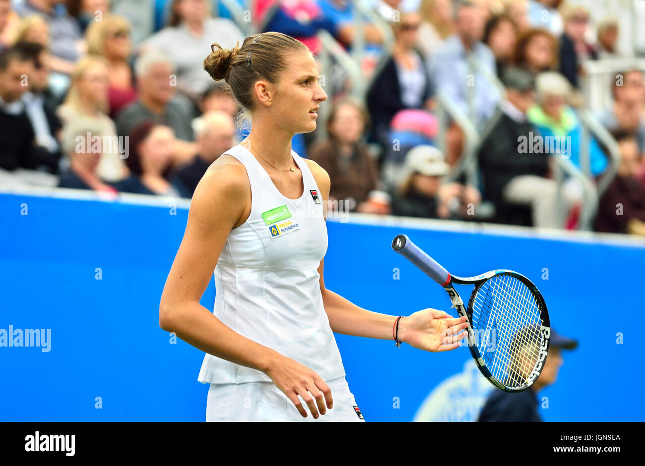 Karolina Pliskova (Czech) twirling her racket during the final of the Aegon International 2017, Eastbourne. - Stock Image