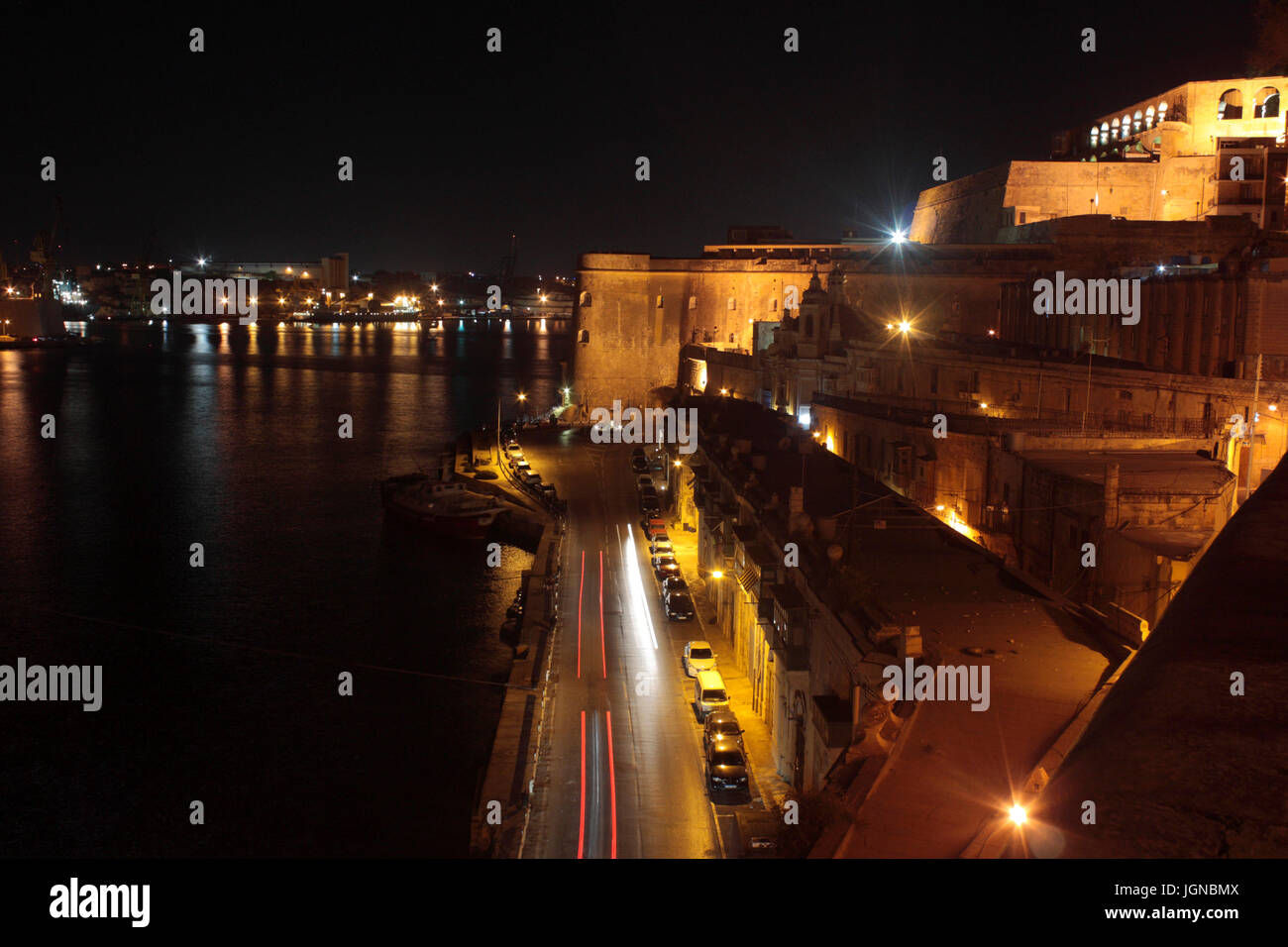 Barriera Wharf, Valletta, Malta, with fortifications lit up at night. The Upper Barrakka is at top right. - Stock Image