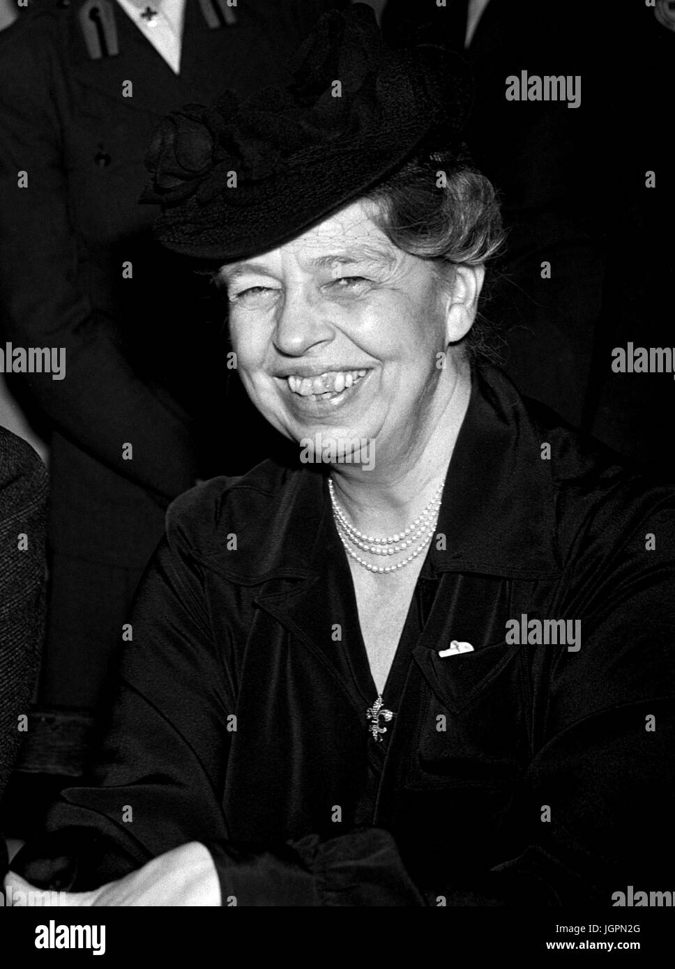 Eleanor Roosevelt and Anthony Eden at Rainbow Corner, the American Red Cross Club, which has been open on the corner - Stock Image