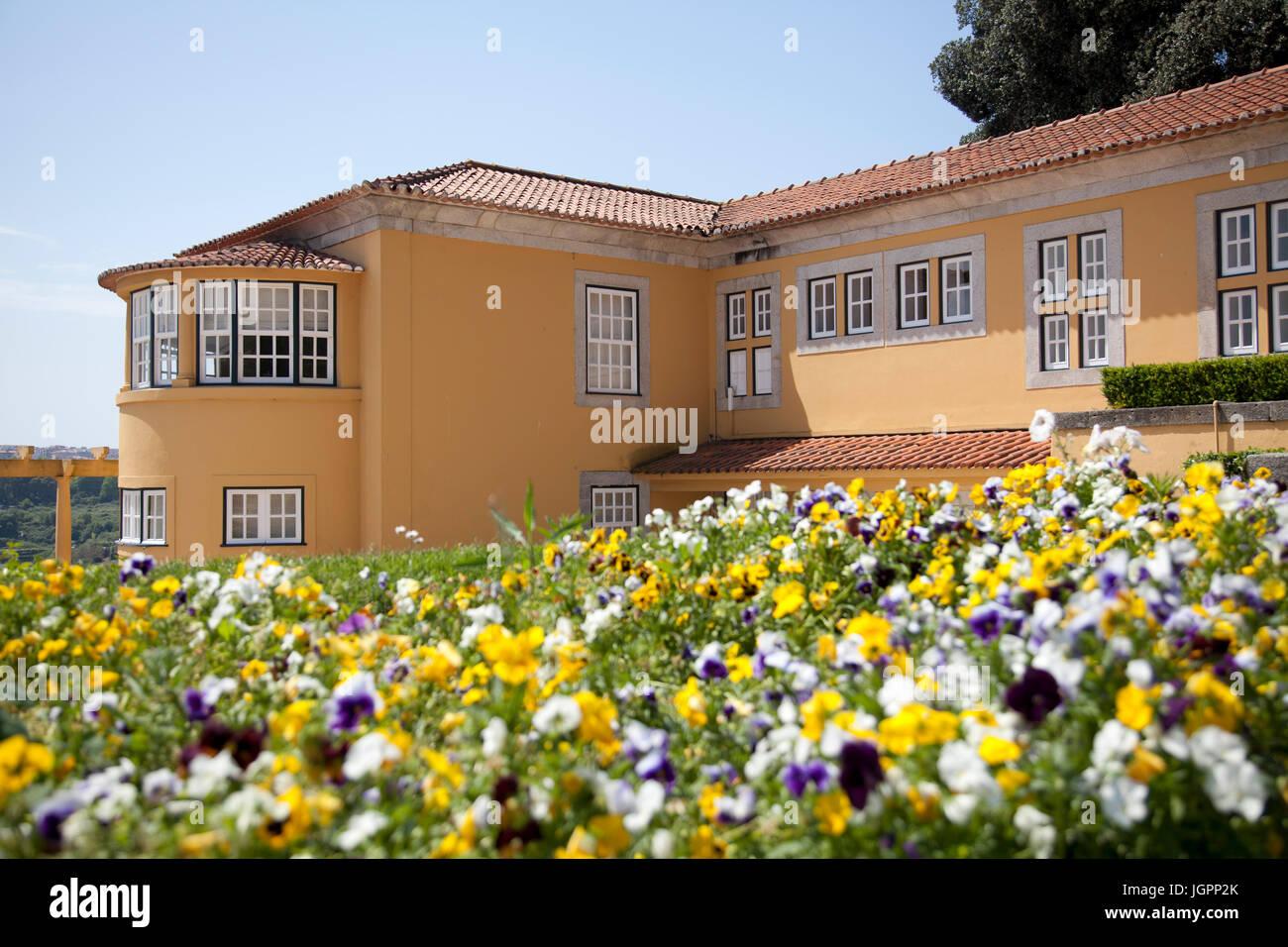 Yellow House in Palacio de Cristal Gardens in Porto - Portugal - Stock Image