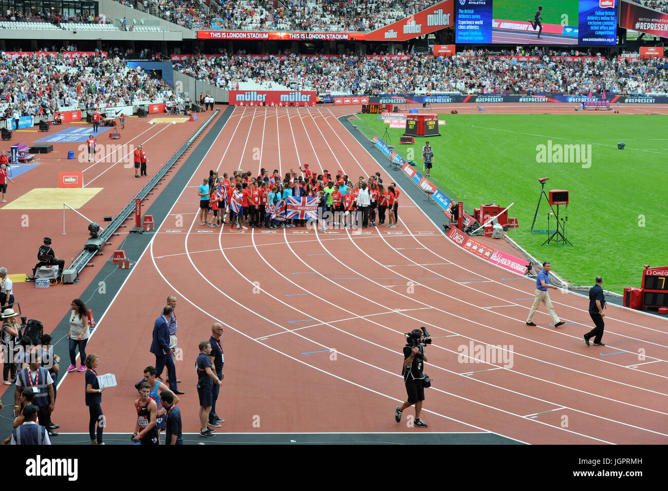 Stratford, UK. 9th Jul, 2017. Mo Farah ahead wins the race at IAAF Diamond League anniversary games, Stratford, - Stock Image