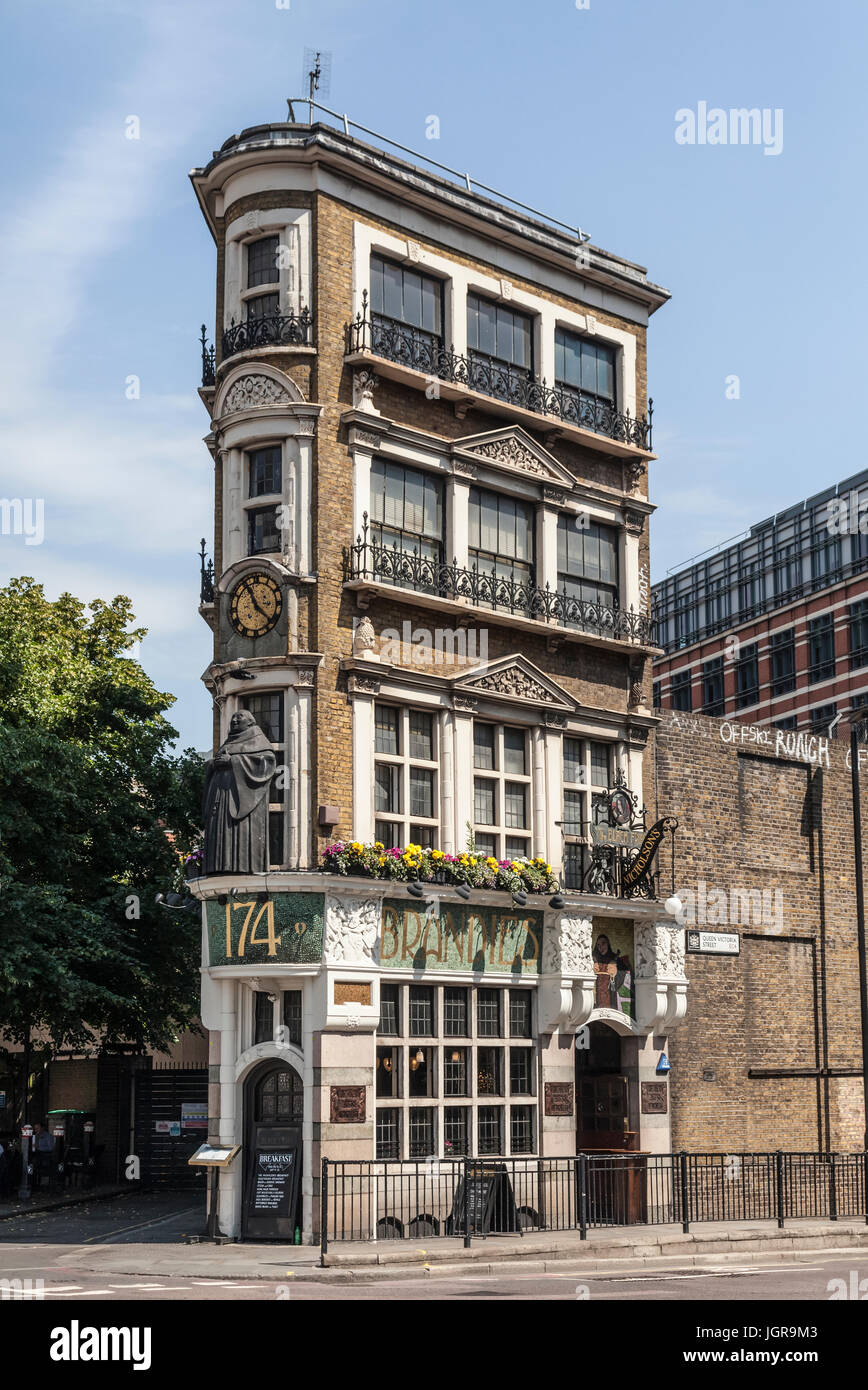 Exterior of the Black Friar pub, a grade-two listed building 174 Queen Victoria Street, City of London, England,, Stock Photo