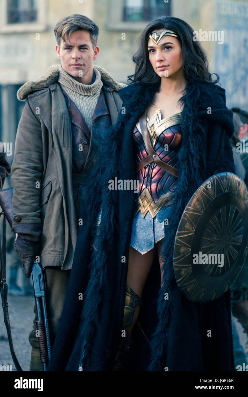 Wonder Woman 2017 Chris Pine Gal Gadot Patty Jenkins Dir Stock Photo Alamy