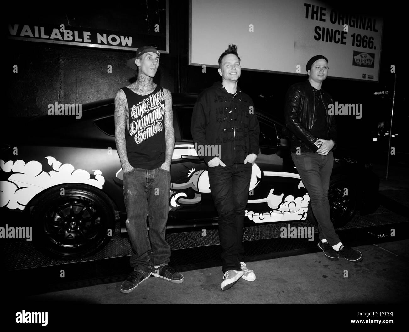 precios de remate promoción nuevo diseño L-R) Musicians Travis Barker,Tom DeLonge Mark Hoppus blink-182 ...