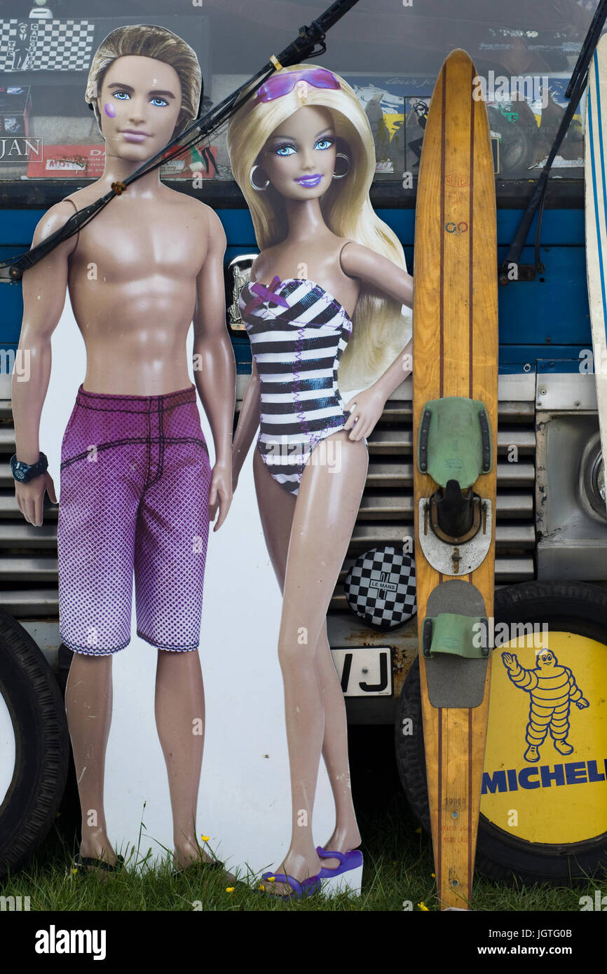 Ken and Barbie cardboard cut outs - Stock Image