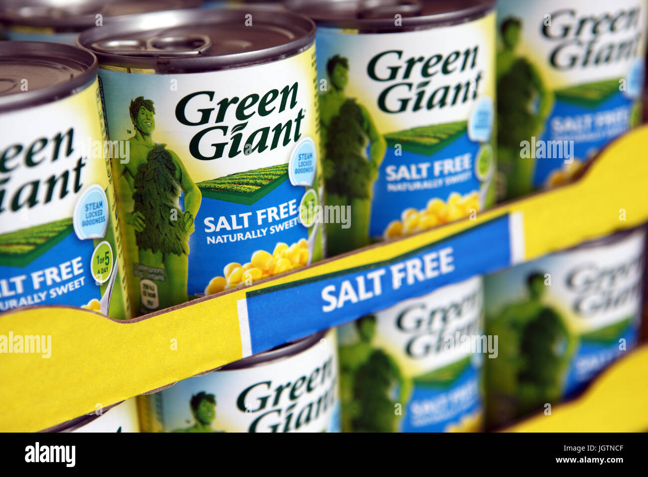 Tins of salt free Green Giant sweetcorn - Stock Image