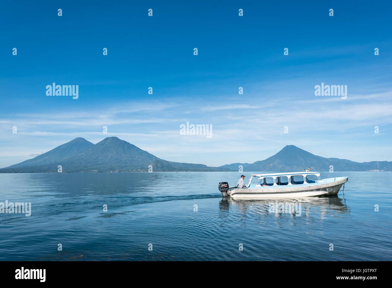 Central America, Guatemala, Lago de, Atitlan, lake, Santiago, fisherman, boat, indian, maya, native, mundo maya. - Stock Image