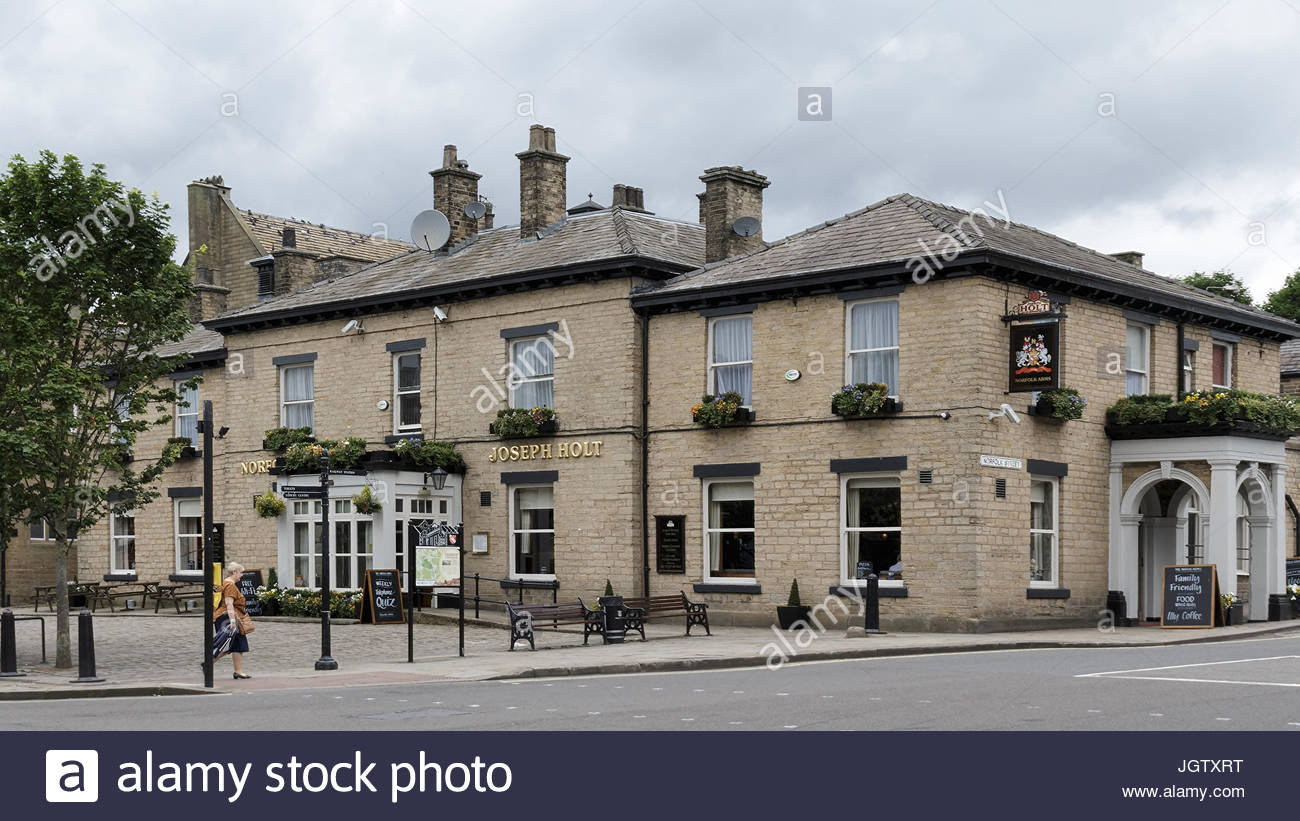 An English stone built pub in Glossop, situated in the High Peak district of Derbyshire. - Stock Image