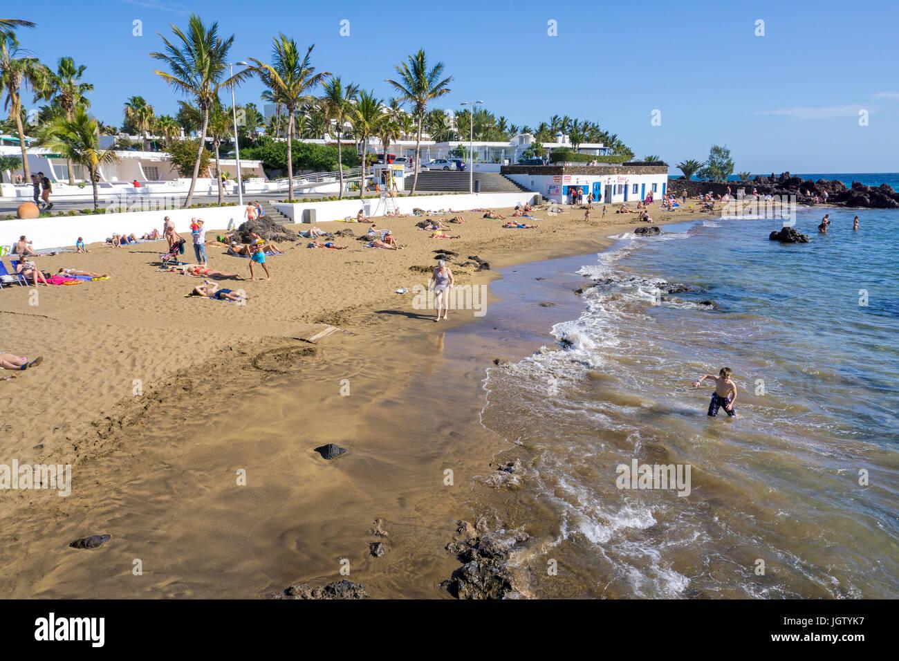 Playa de la Barilla, kleiner Badestrand in Puerto del Carmen, Lanzarote, Kanarische Inseln, Europa | Playa de la Stock Photo