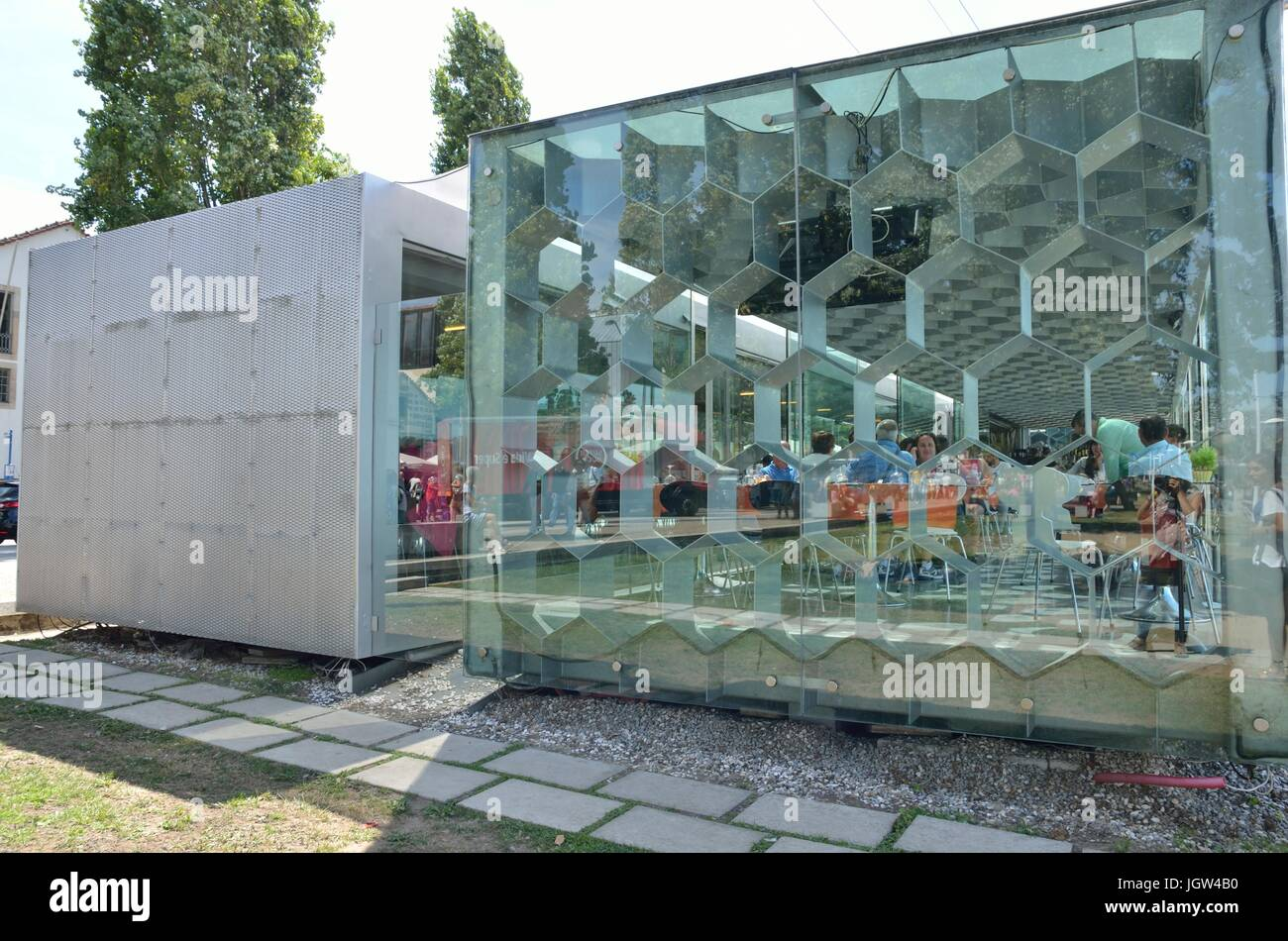 Modern Restaurant Exterior High Resolution Stock Photography And Images Alamy