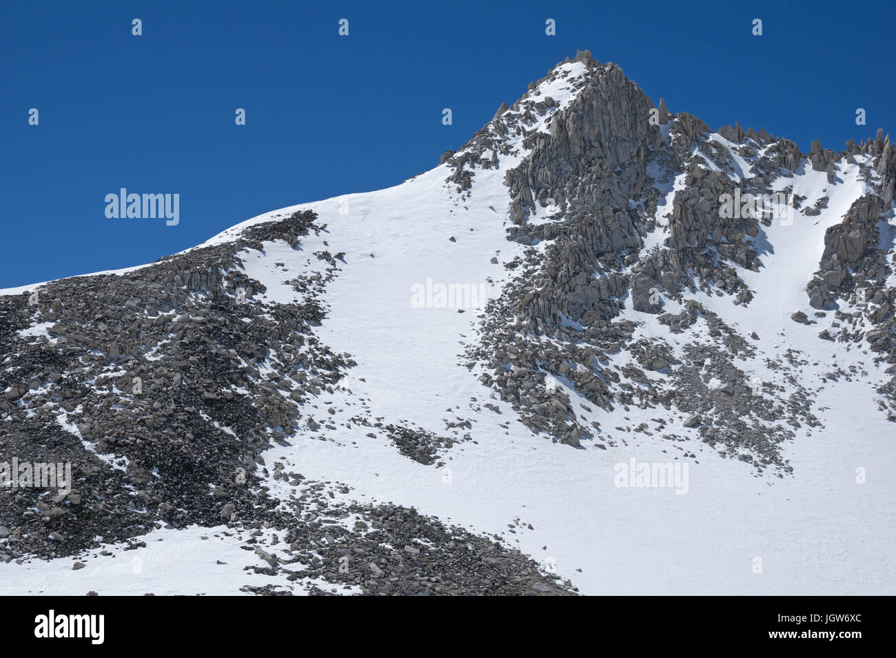 the mountain ridge of Pip-Squeek Spire in the Sierra Nevada Mountains - Stock Image