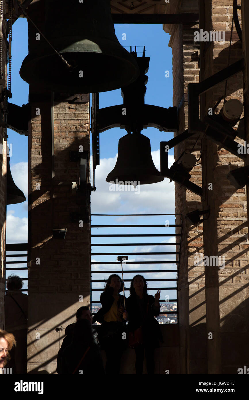 Visitors on the observation point on the Giralda Tower of the Seville Cathedral (Catedral de Sevilla) in Seville, - Stock Image
