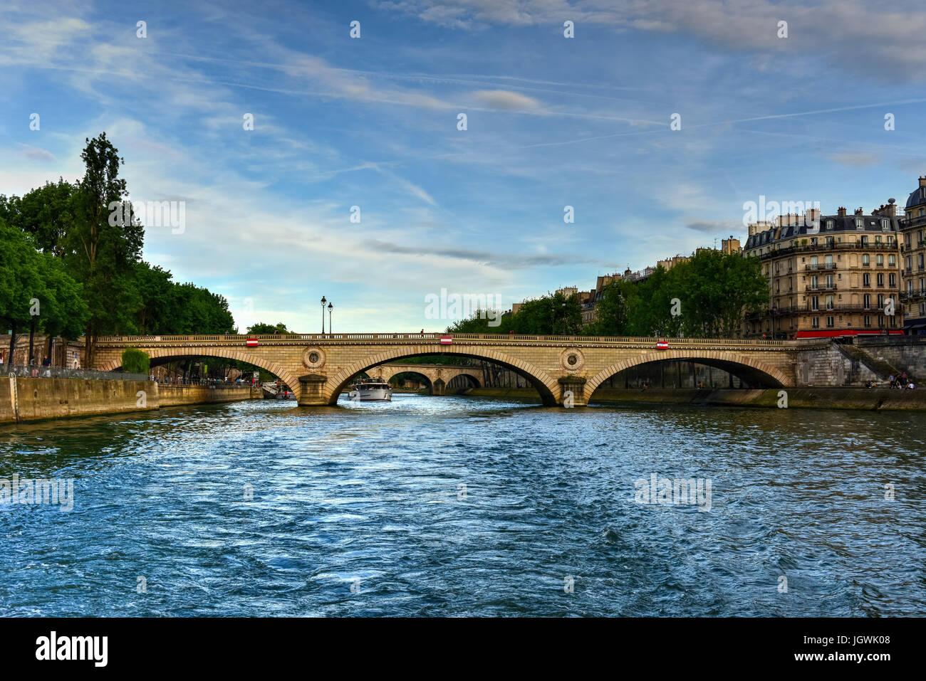 Bridge Louis-Philippe in the evening in Paris, France. - Stock Image