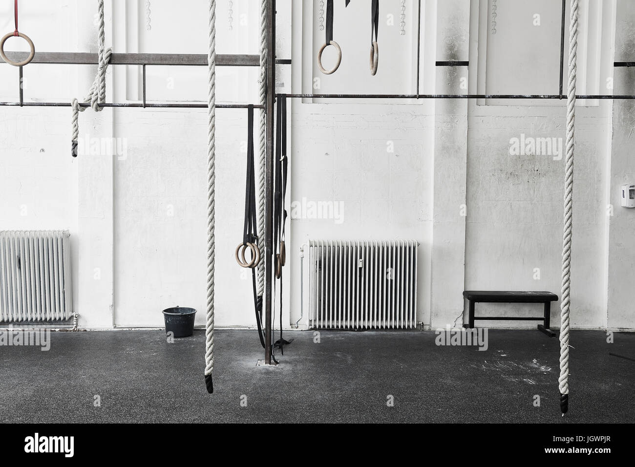 Ropes and gymnastic rings in cross training gym - Stock Image
