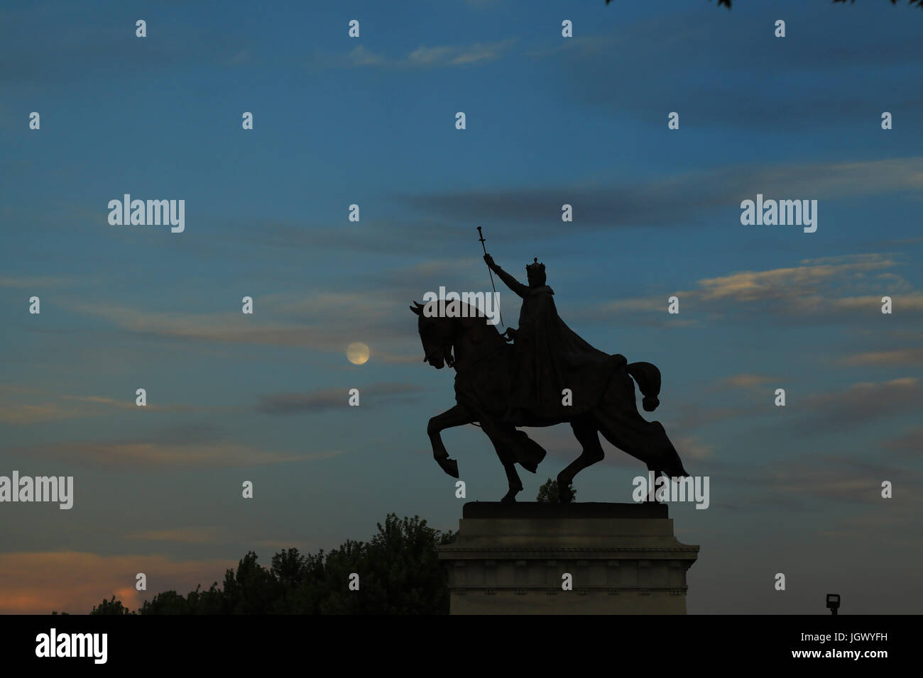 July 7, 2017 - St. Louis, Missouri - The sunset over the Apotheosis of St. Louis statue of King Louis IX of France, - Stock Image