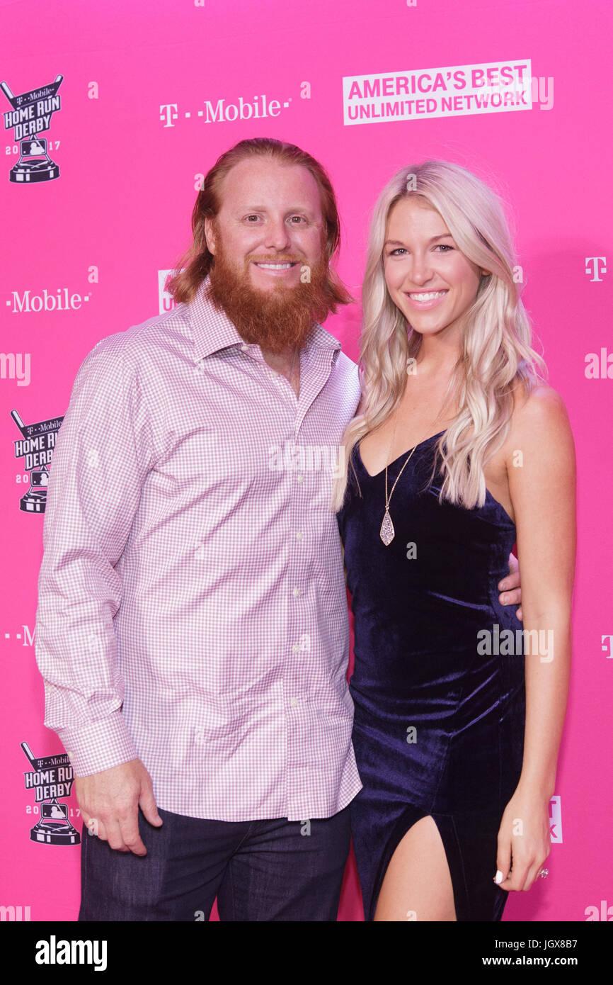 Los Angeles Dodgers Justin Turner Wife Kourtney T Mobile