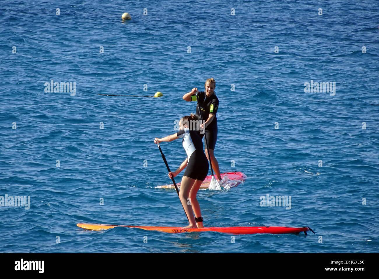 Stand-up Paddler vor Playa Blanca, Lanzarote, Kanarische Inseln, Europa | Stand-up Paddling at Playa Blanca, Lanzarote, Stock Photo