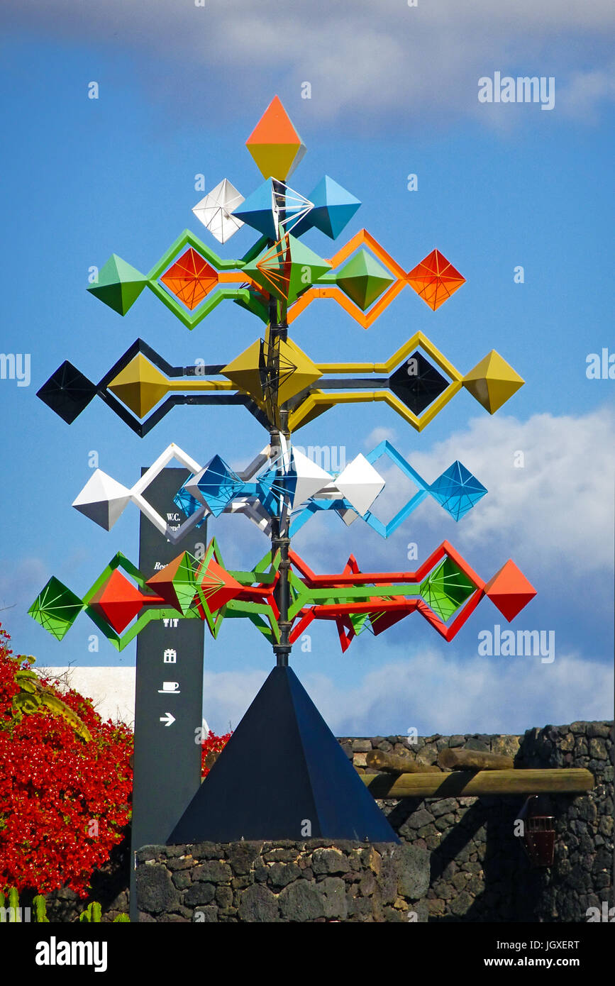 Buntes Windspiel in der Fundacion Cesar Manrique, Taro de Tahiche, Tahiche, Lanzarote, Kanarische Inseln, Europa - Stock Image