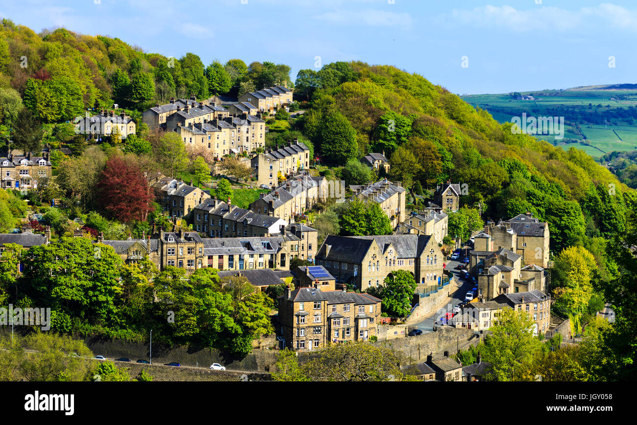 The steep sides of the Calder Valley in Hebden Bridge are dotted with terraced Victorian housing. - Stock Image
