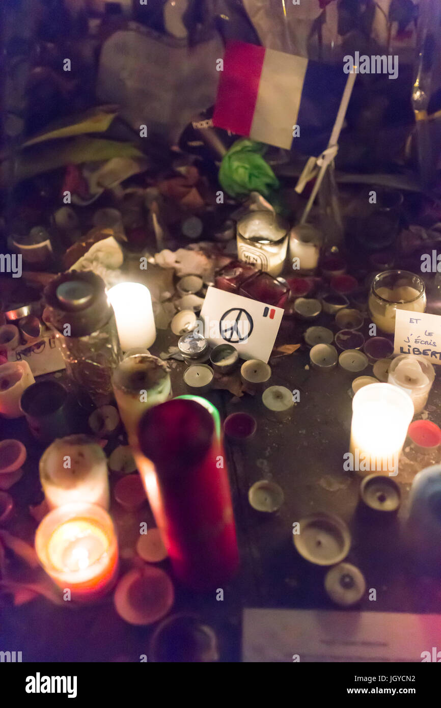 french peace and love. Spontaneous homage at the victims of the terrorist attacks in Paris the 13th of november - Stock Image