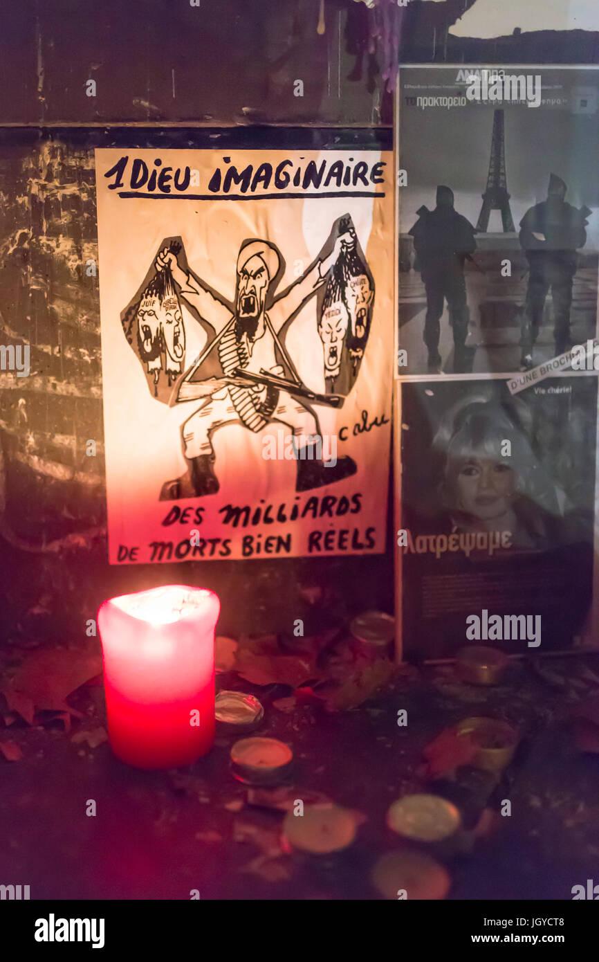 un dieu imaginaire, des milliards de morts bien réels. Spontaneous homage at the victims of the terrorist attacks - Stock Image