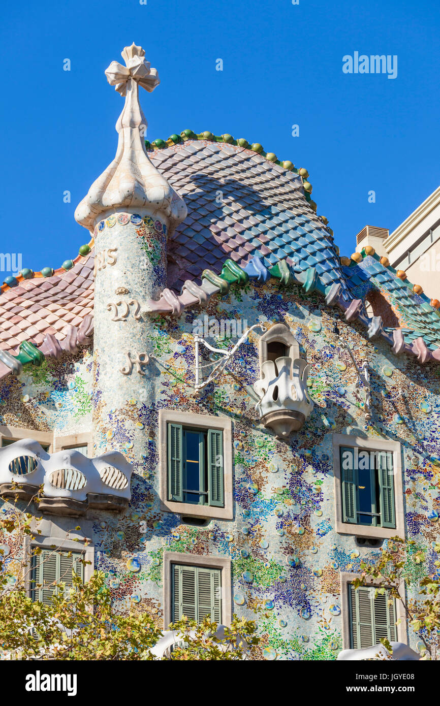 Barcelona Catalunya View of the mosaic tiled exterior facade of  Casa Batllo designed by architect Antoni Gaudi - Stock Image