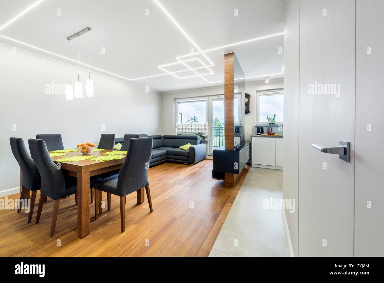 Modern living-room in stylish apartment with dinner corner - Stock Image