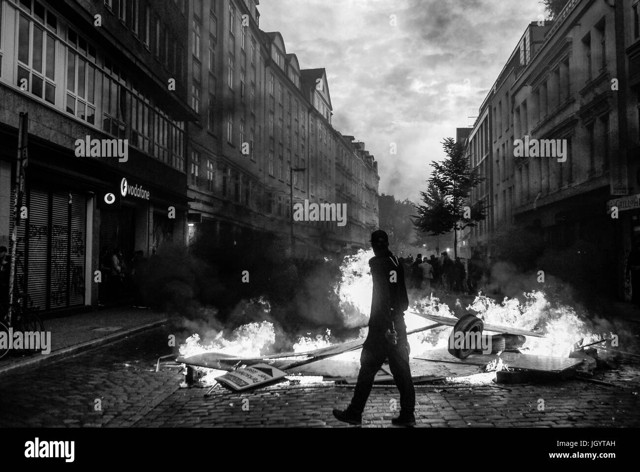Black Bloks provoke violent riots in Hamburg (Germany) to protest G20 Summit - Stock Image