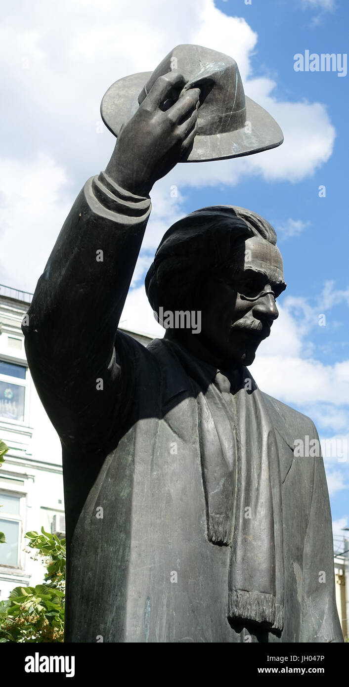 Sholem Aleichem statue Kiev, Ukraine - Stock Image