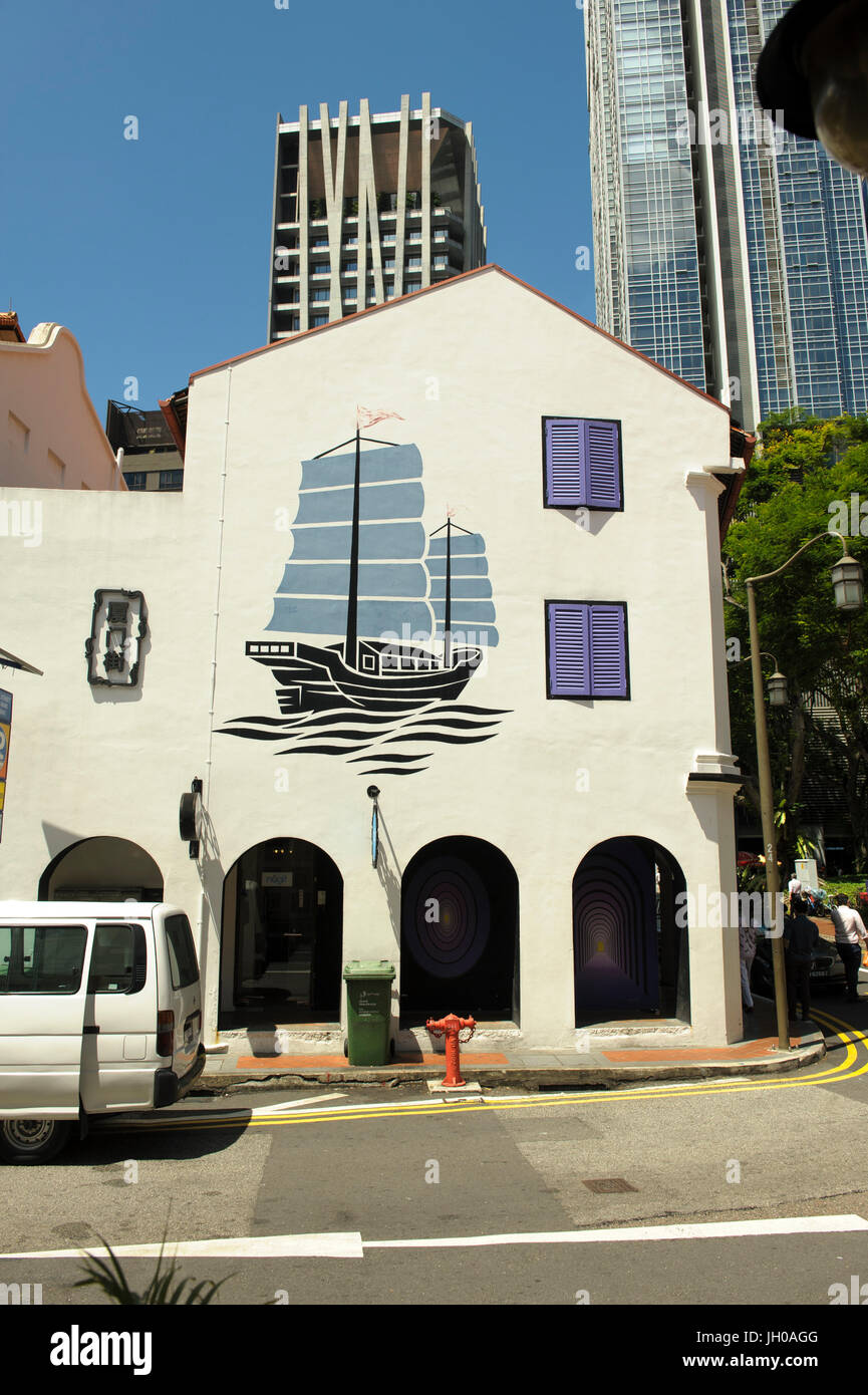 Mural depicting traditional Chinese Sailing Junk (boat) in Amoy Street, Chinatown, Singapore - Stock Image