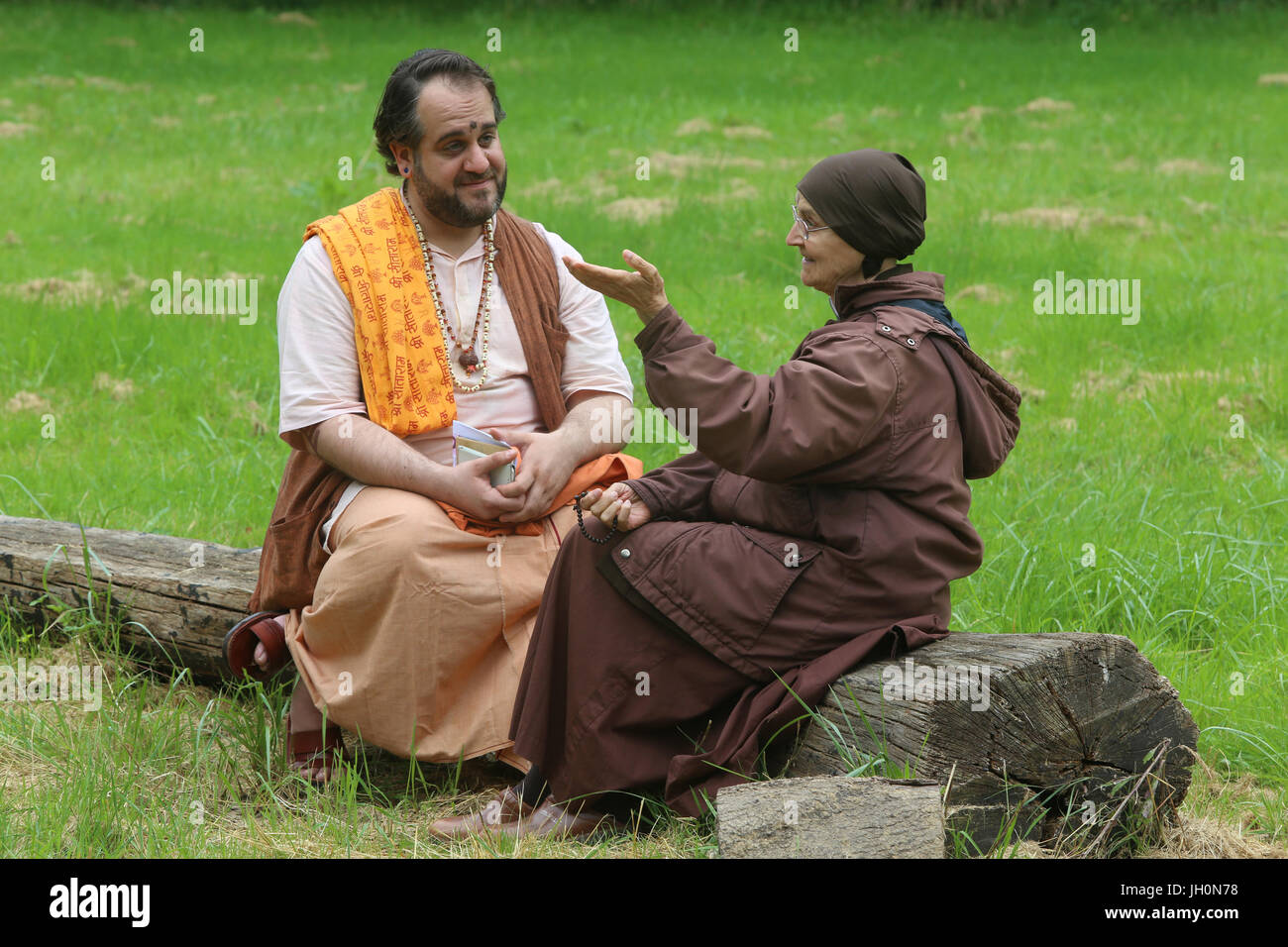 Dialogue in the garden of the Ramakrishna vedantic center. Gretz. France. - Stock Image