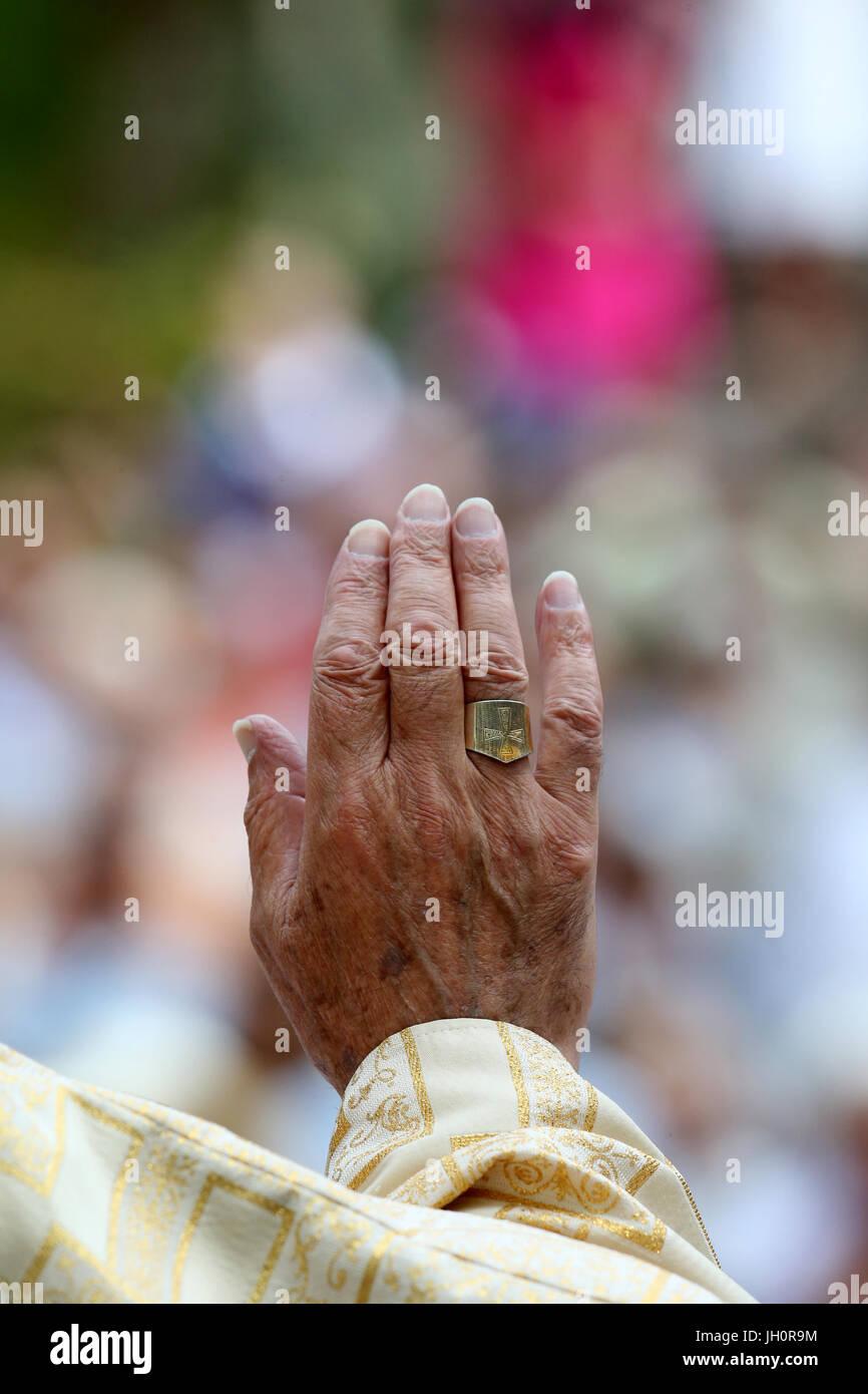 Catholic mass. Bishop. Ecclesiastical ring. France. - Stock Image