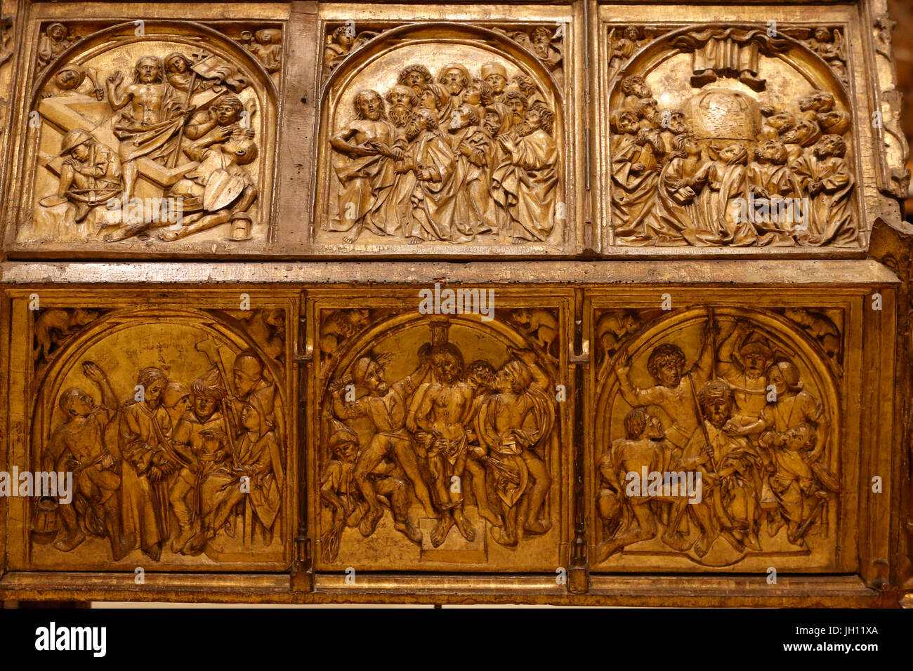 The Victoria and Albert Museum. Reliquary shrine. About 1490-1500. Germany, Konstanz. Limewood, gilded. United kingdom. - Stock Image