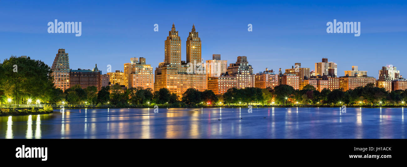 Panoramic view of Central Park West at dawn and the Jacqueline Kennedy Onassis Reservoir. Upper West Side, Manhattan, - Stock Image
