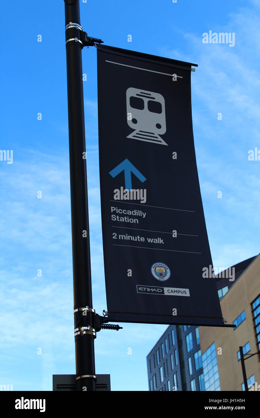 Sign pointing to Manchester Piccadilly Station - Stock Image