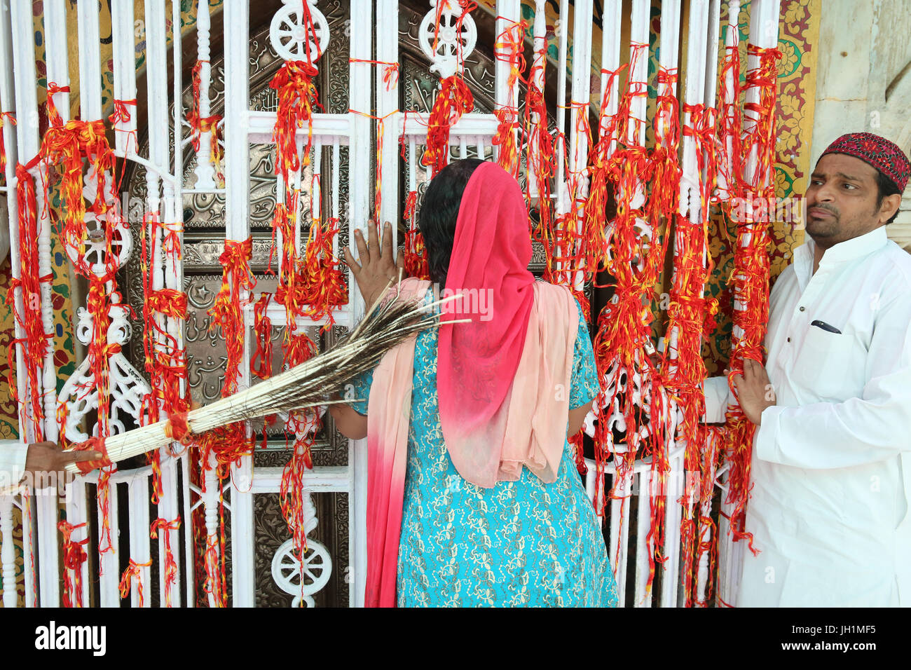 Ajmer Sharif dargah, Rajasthan. Pilgrim touched with peacock feathers used to clean the tomb shrine. India. Stock Photo