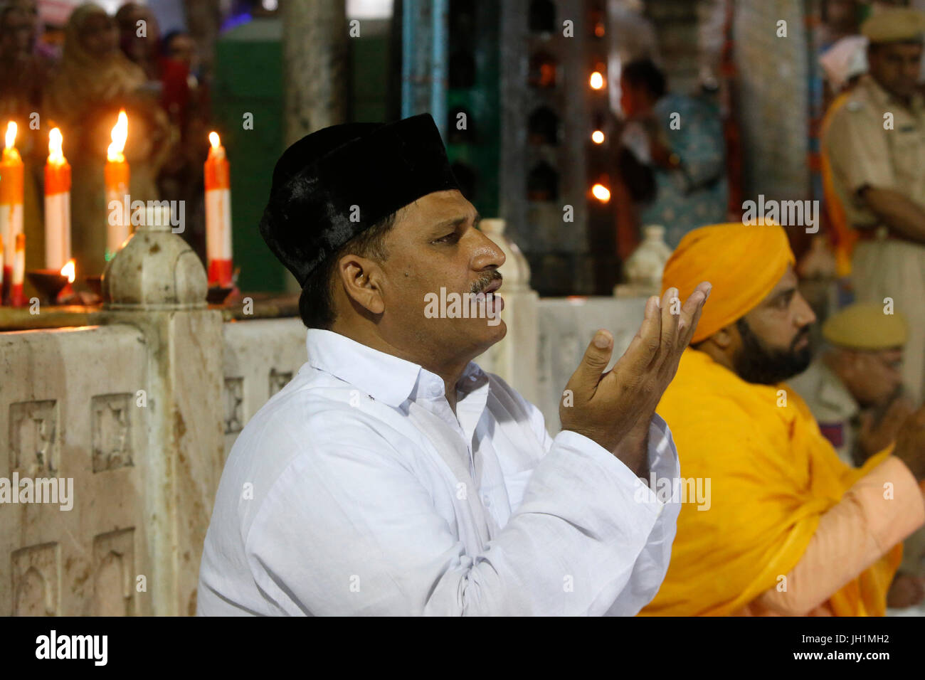 Ajmer Sharif dargah, Rajasthan. Evening rituals in front of the main shrine. India. - Stock Image