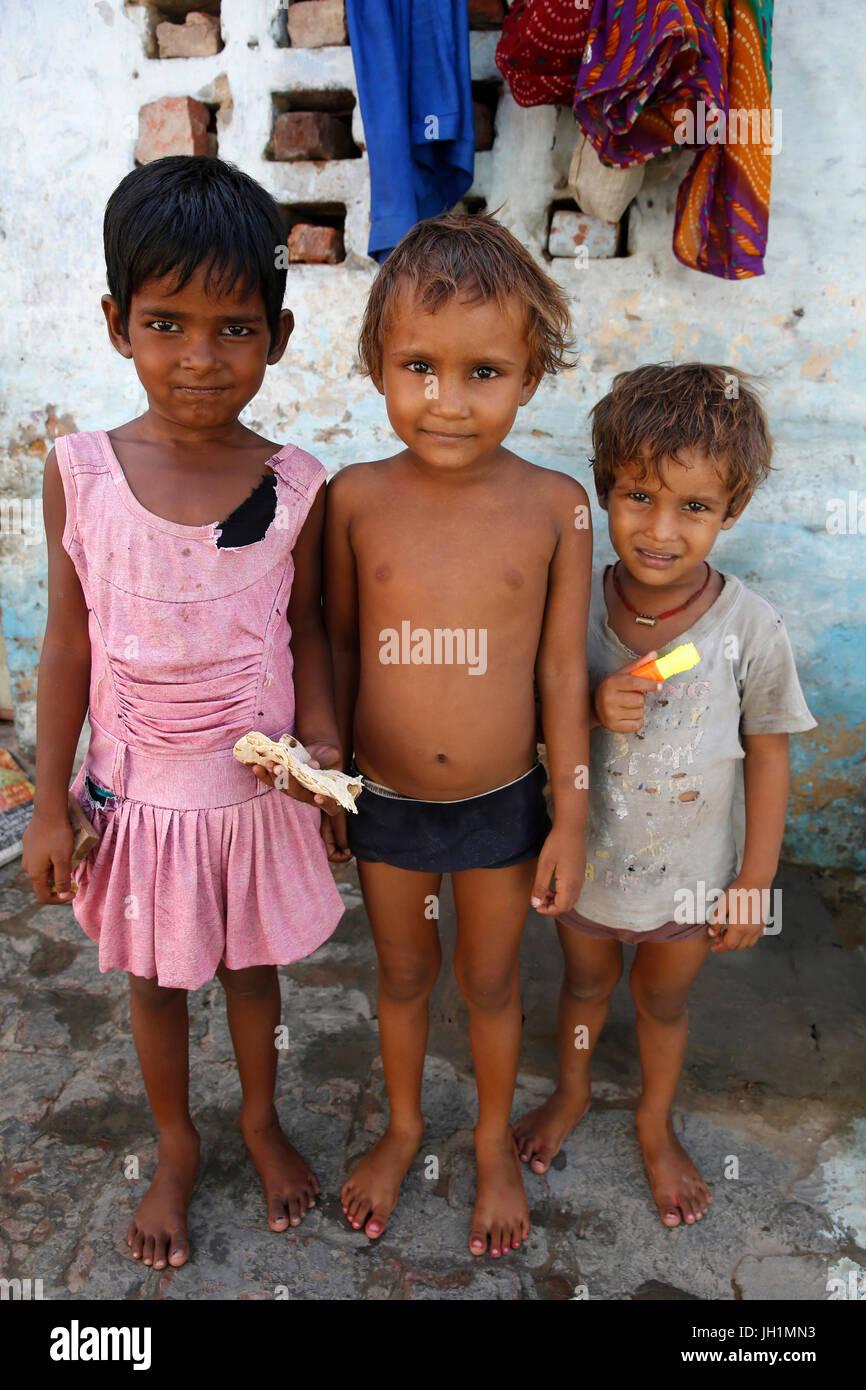 Slum dwellers in Vrindavan, Uttar Pradesh. India. - Stock Image