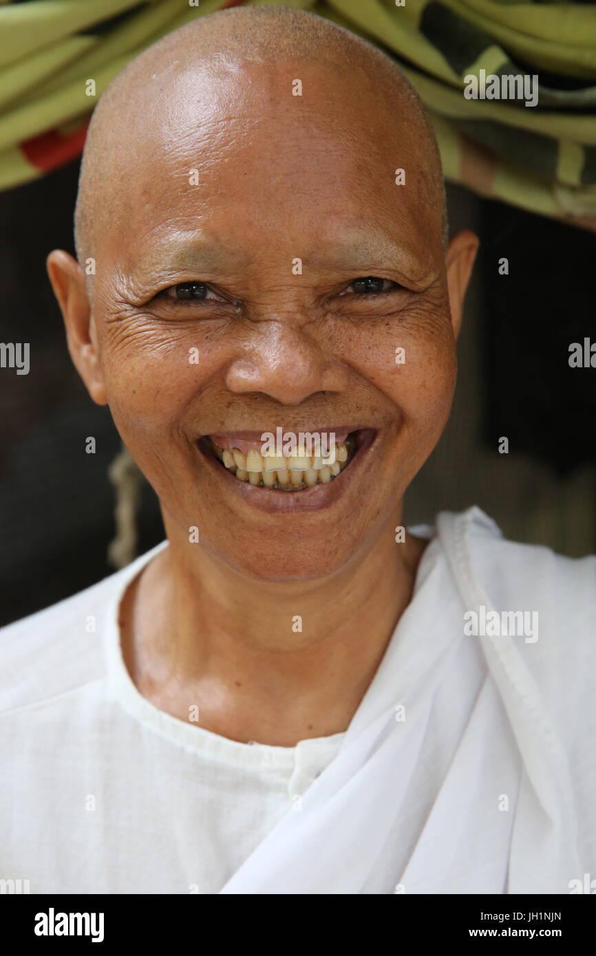 Khmer buddhist nun. Cambodia. - Stock Image