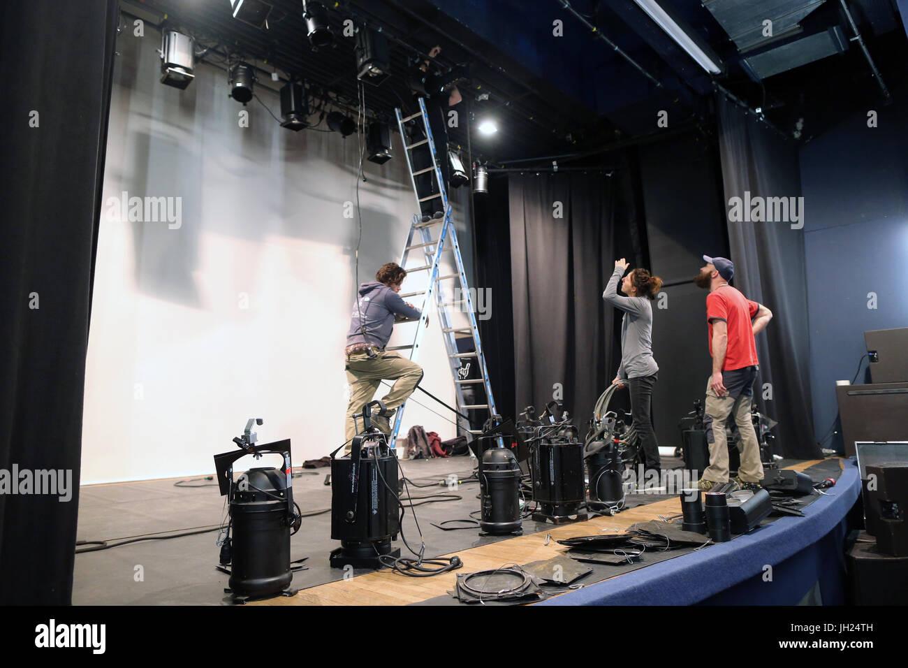 Installation technique dans une salle de spectacle.  France. - Stock Image