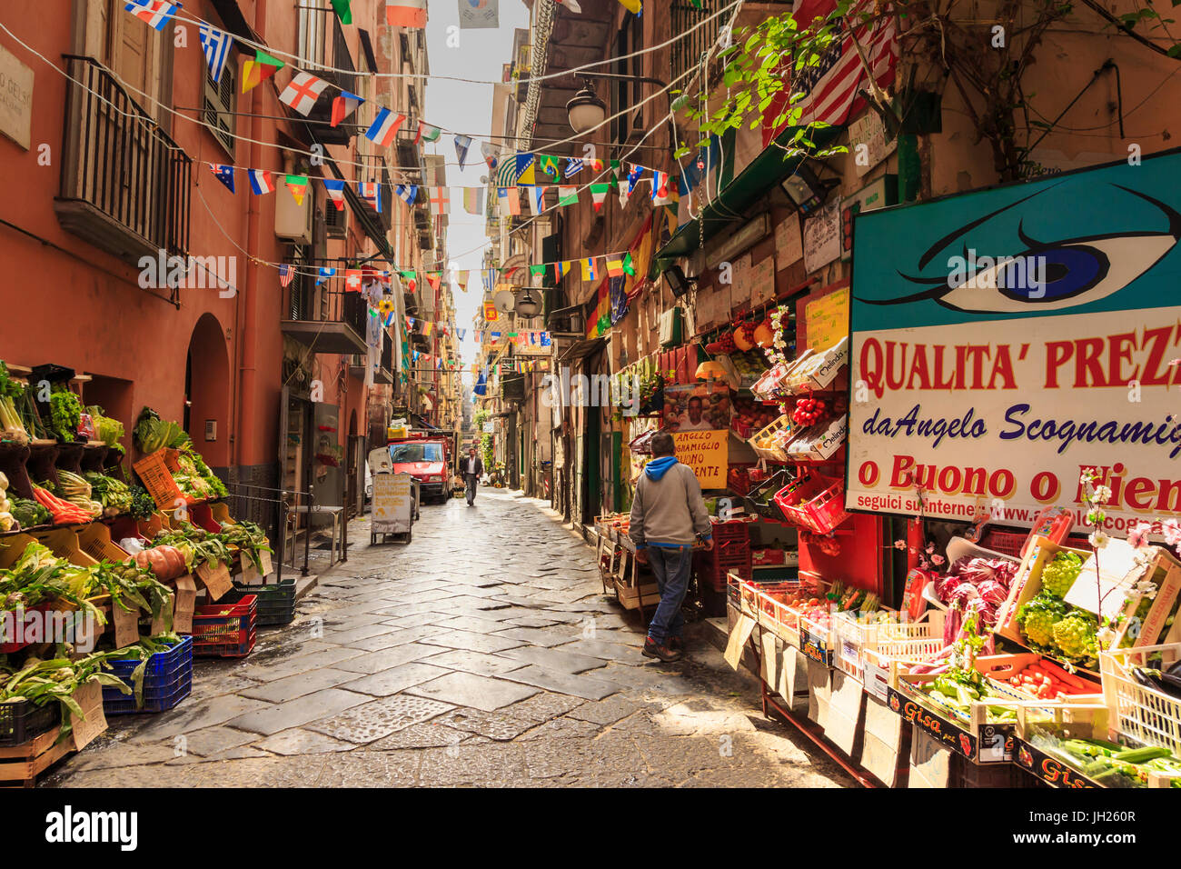 Alley in the densely populated Spanish Quarter (Quartieri Spagnoli), City of Naples, Campania, Italy, Europe - Stock Image