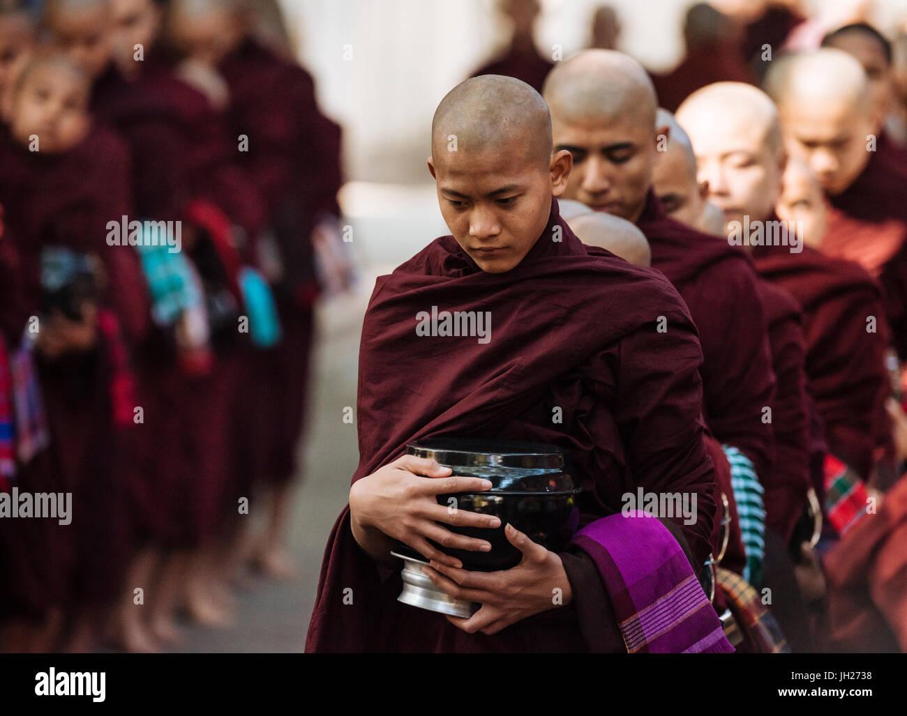 Novice Buddhist monks returning to monastery for their breakfast, Amarapura, Mandalay, Mandalay Region, Myanmar - Stock Image