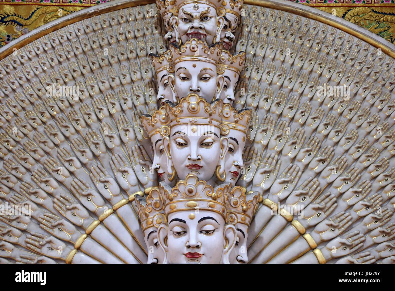 Kong Meng San Phor Kark See Monastery. Hall of great compassion.  Avalokiteshvara Bodhisvattva of a Thousand Arms and Eyes statue.  Singapore. Stock Photo