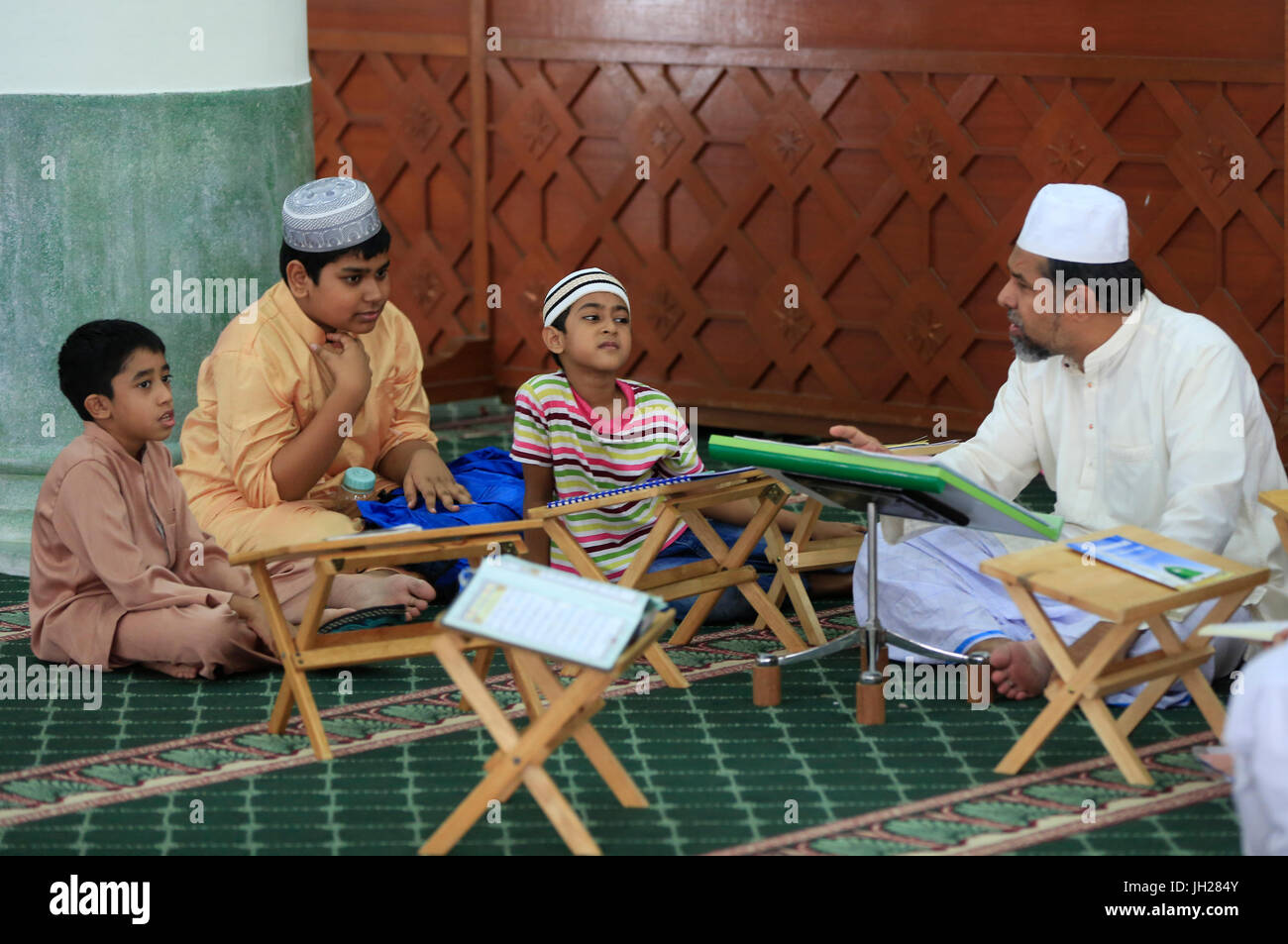 Masjid Jamae one of the earliest mosques in Singapore located in  Chinatown.  Koran classes for boys.  Singapore. - Stock Image